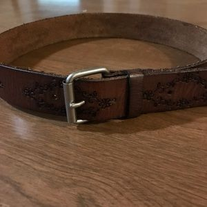 Wilsons tooled leather belt S